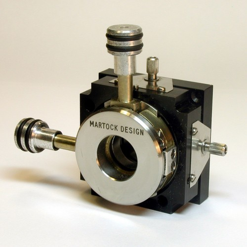 MDE276 - Four-Axis Micropositioner